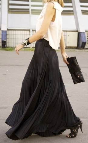 Fashion Friday: How to Style a Black MaxiSkirt