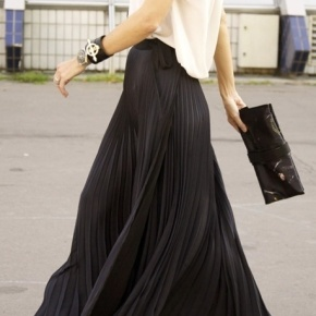 Fashion Friday: How to Style a Black Maxi Skirt