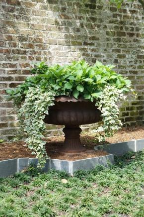 Garden District Curb Appeal: Simple Design, BigImpact