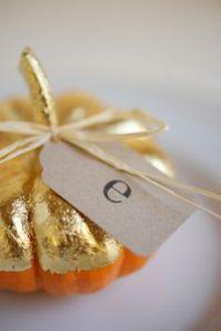 Placecard pumpkins, Runaway Apricot